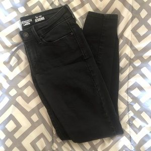 NWOT Women's Levi jeggings!